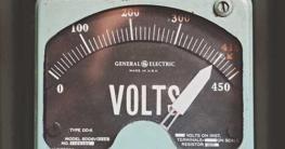 Spannung mit dem Multimeter, Voltmeter messen.
